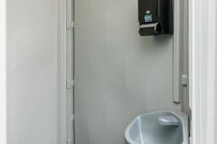 toilettenkabine_handwaschbecken